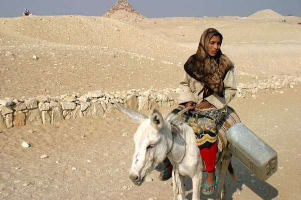 http://www.miraterra.com/images/galleries/egyptGallery01/09EgyptianWoman.jpg
